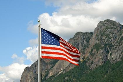 Flag in front of Mt Si